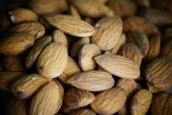 almond milk benefits 1