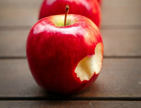 Fruits for glowing skin Apple