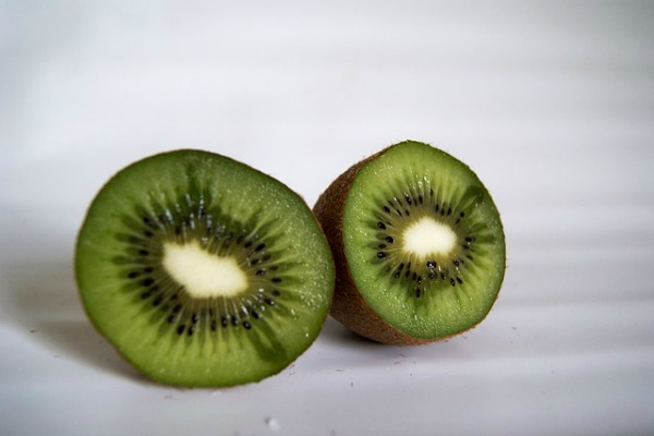 Fruits for glowing skin kiwi