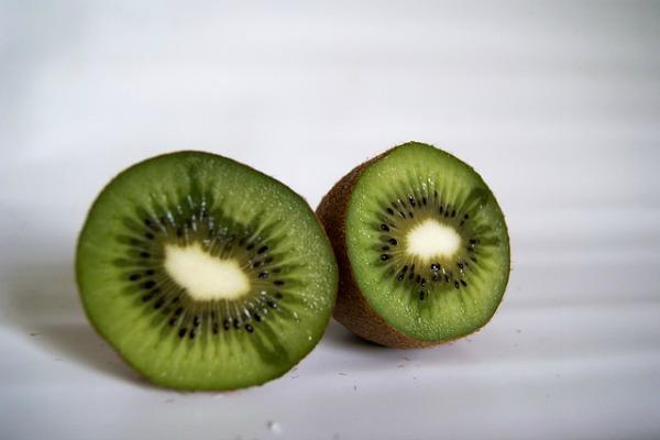 Fruits for glowing skin kiwi